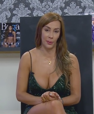 MATURE AND AVAILABLE of big tits