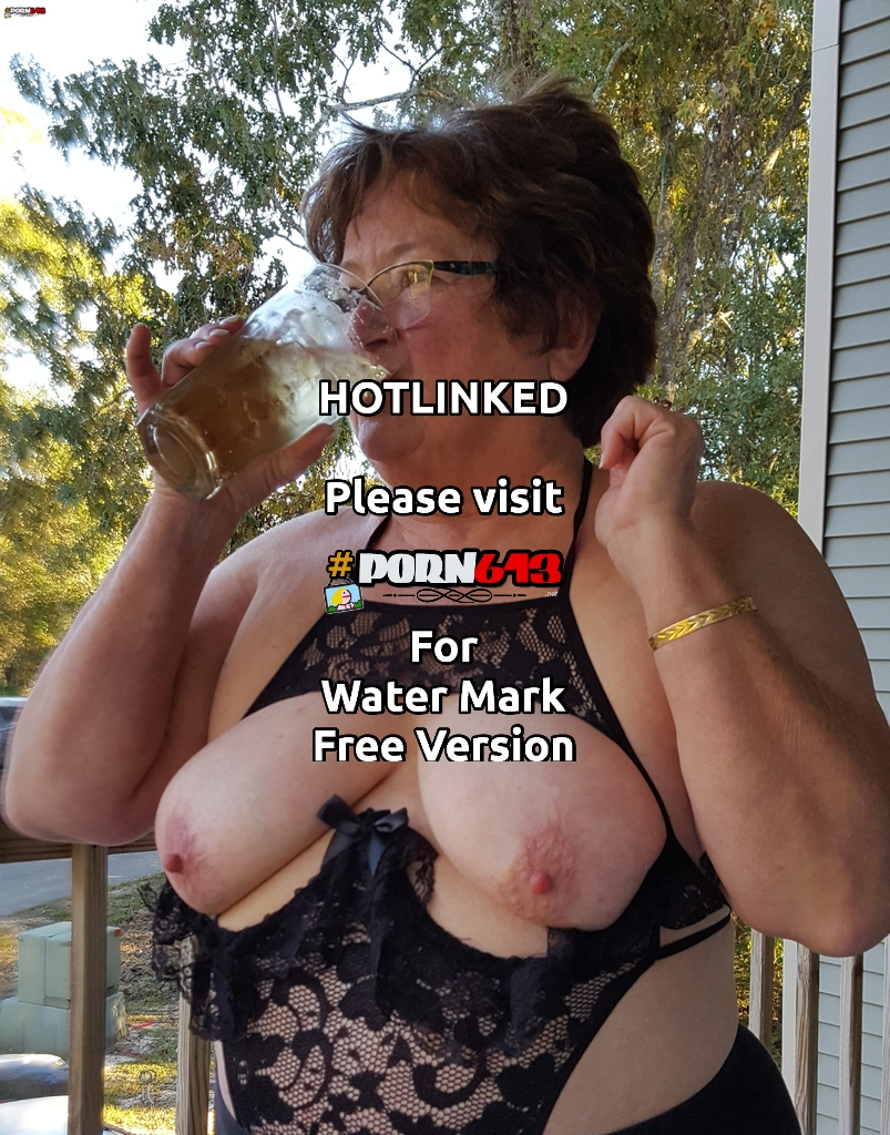 Lolita is proud of her tits